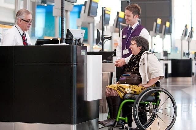 Quy định người khuyết tật đi xe lăn
